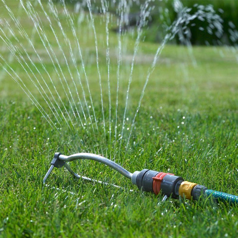 Kekkilä nurmikon sammalsyöjä poistaa tehokaasti sammalen ja hoitaa nurmikkoa