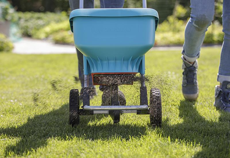 Helpot vinkit vihreälle nurmikolle osa 2 Nurmikon lannoittaminen Kekkilä