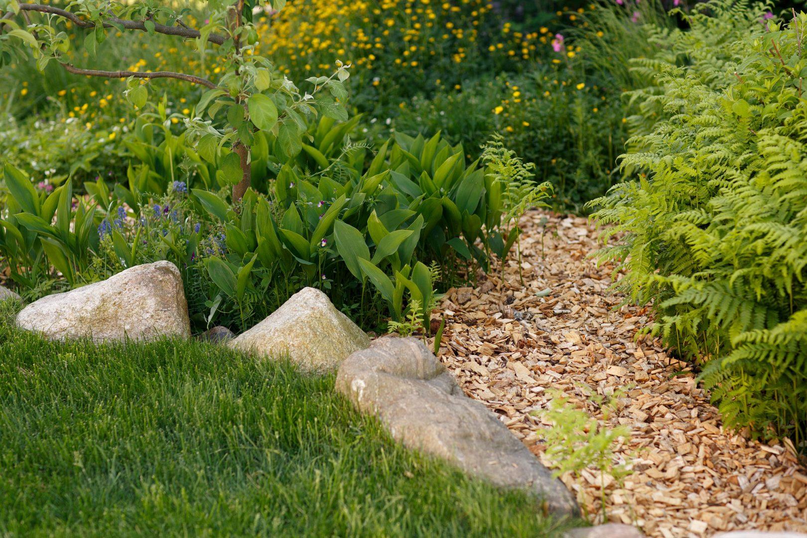 Helppohoitoinen puutarha Kekkilä