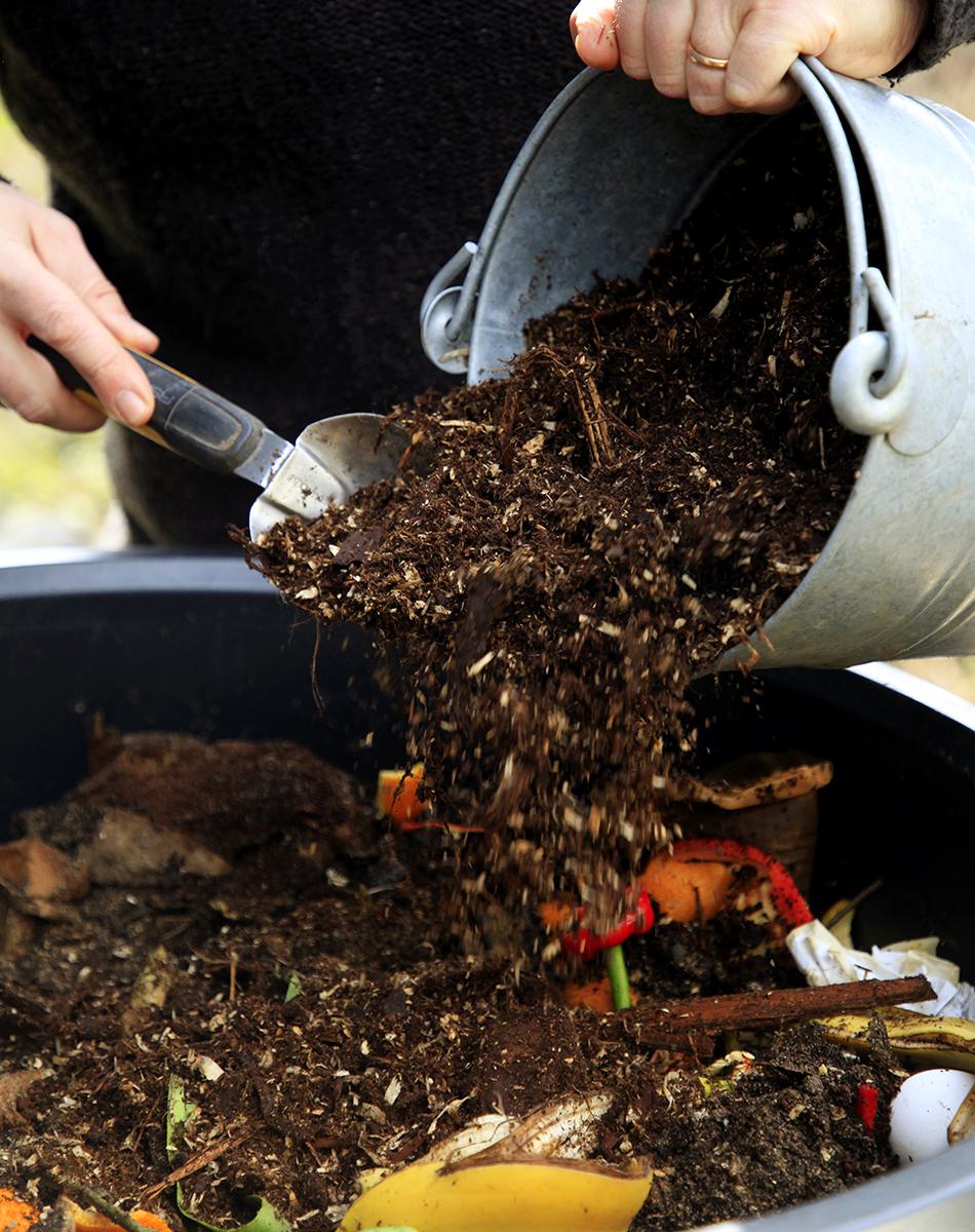 Kompostoi omaa multaa